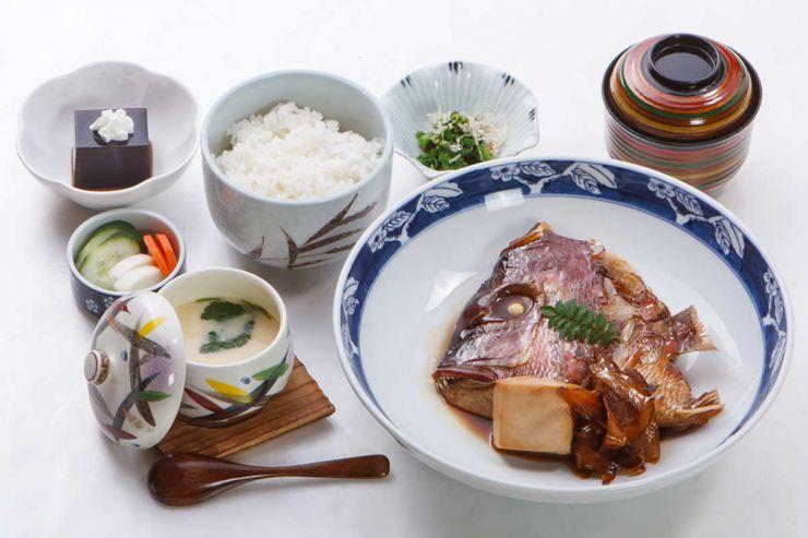 下関市のランチ | ふぐ処 喜多川の鯛のあら焚き御膳